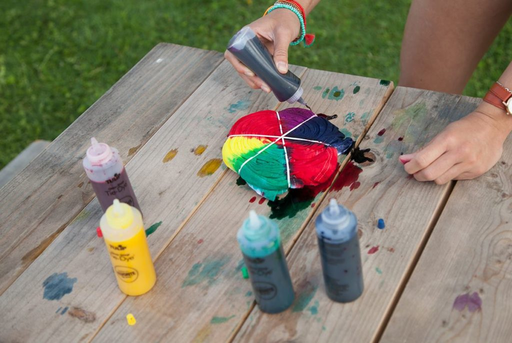 Squirt your cloth with dye!